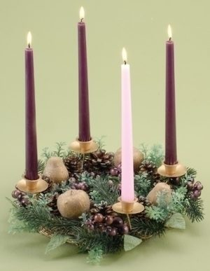 "14""BERRY/PEAR ADVENT WREATH. CANDLES ARE INCLUDED"